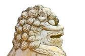Leeuw standbeeld op witte achtergrond — Stockfoto