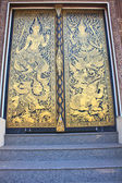 Traditional Thai style art gold painting pattern on the door — Stok fotoğraf