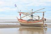 Fishing boat on the beach — Stock Photo
