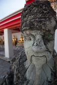 La estatua del guerrero chino en bangkok de wat po. el más famoso te — Foto de Stock