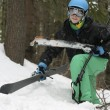 Foto Stock: Young mwith skis in woods
