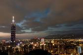 Ciudad de taipei en la noche — Foto de Stock