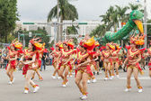 Costumed revelers march with floats in the annual Dream Parade o — Foto Stock