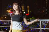 Docela asijské žena město světel — Stock fotografie
