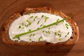 暗いクリーム チーズと繁殖 — ストック写真