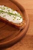 Dark chováni s pohled shora smetanový sýr s dof — Stock fotografie
