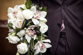 The groom holds a bouquet — Stock Photo