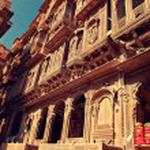 Ornate facade of Haveli — Stock Photo #28282067