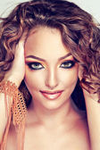 Fashion girl with curly hair — 图库照片