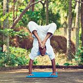 Man doing yoga — Foto de Stock