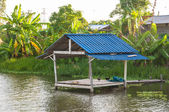 Thai cottage on the shore of the river — Stock Photo