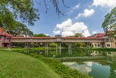 Teak wood bridge at Sanamchandra Palace — Stockfoto
