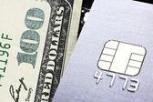 Kreditní kartou nebo v hotovosti — Stock fotografie