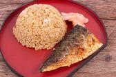 Izgara saba kızarmış pilav ile balık — Stok fotoğraf
