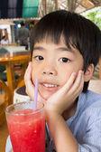 Student outdoors drinking juice — Foto de Stock