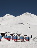 View of mount Elbrus from the mountain shelter Bochky — Photo