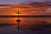 Flat Beach Sunset Cross — Stockfoto