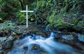 Flowing Water White Cross — Stock Photo