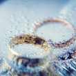 Wedding rings under the ice — Stock Photo