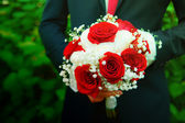 Groom whithwedding bouquet — Stock Photo