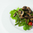 Grilled mushrooms with stir-fried string beans — Stock Photo