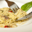 Spaghetti pasta with olive oil, garlic and chillies — Stockfoto