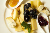 Cheese and Grapes — Stockfoto
