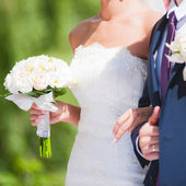 Wedding couple with bouquet — Stock Photo