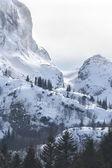 Snowy mountain peaks — Stock Photo