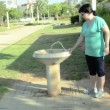 Public water fountain is a really good idea — Stock Video #27155095