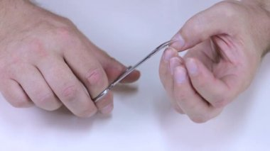 Man cuts his nails on the hands — Stock Video