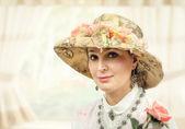 成年女性与织锦的帽子 — 图库照片