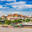 Grand palace and the city of Bangkok — Stock Photo
