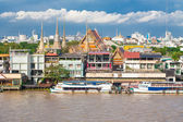 Landscape of Thai's king palace with ship on blue sky — Foto de Stock