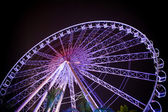 Ferris wheel in motion at amusement park — Stock Photo