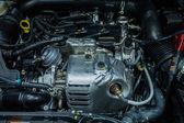 Primo piano del motore di automobile pulire il blocco motore — Foto Stock
