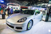Porsche panamera s e-hybrid display on stage — Foto Stock