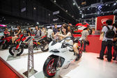 Unidentified modellings posted over Ducati 899 motorcycle — Stock Photo