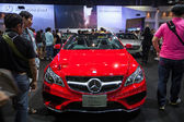 The new Mercedes Benz E-class cabriolet display on stage — Stockfoto