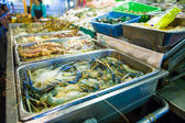 Fresh lobsters on ice for sale at restaurant. — Stockfoto
