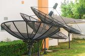 Satellite dishes - radio telescopes on green grass — Stock Photo