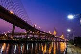 Brücke bei Nacht von Bangkok, thailand. — Stockfoto