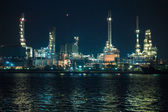 Scenic of petrochemical oil refinery plant shines at night — Stock Photo