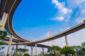 Ring Road  and Bhumibol Bridge on blue sky — Fotografia Stock
