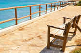 Empty bench overlooking the sea — Stockfoto