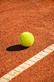 Tennis ball near markup diagonal vertical — Stock Photo