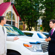 Two businessmen talking about cars — Stock Photo