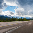 Road with cloudy and snow mountain — Foto Stock
