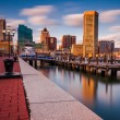 Long exposure of the Baltimore Skyline and Inner Harbor Promenad — Stock Photo