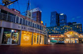 The USS Constellation Museum and Pratt Street Pavilion during tw — Stock Photo